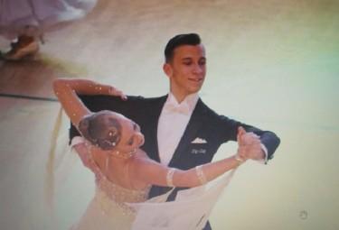Julia Langier oraz uczeń klasy mundurowej Publicznego Społecznego Liceum Ogólnokształcącego w Trzebini – Karol Kulawik podczas turnieju tańca (Fot.: PSLO Trzebinia).