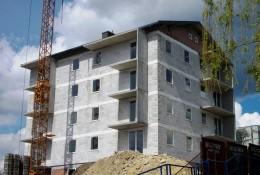 Budowa nowego bloku mieszkalnego na trzebińskim Osiedlu ZWM postępuje w szybkim tempie (Fot.: Robert Siwek).