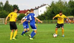 Żółto-czarni wysoko pokonali rezerwy Wisły Kraków w trzeciej kolejce meczów III ligi piłki nożnej (Fot.: Robert Siwek).