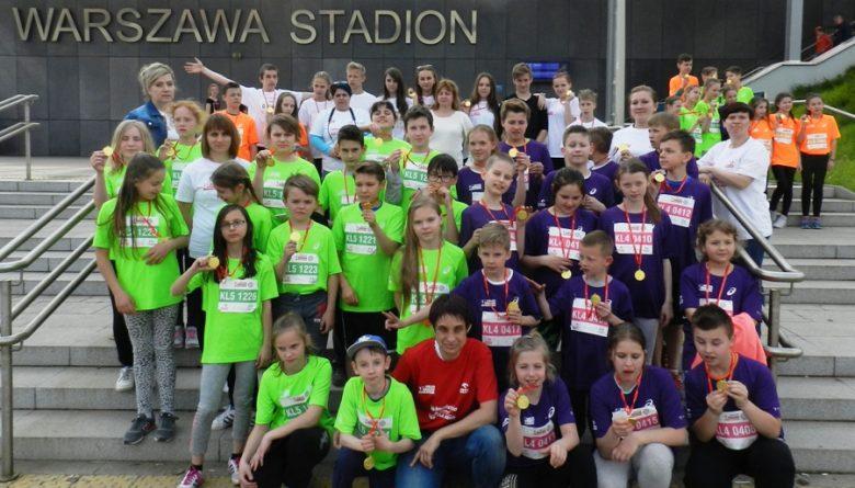 Grupa uczniów z Trzebini, która w kwietniu 2016 roku uczestniczyła w Biegu Lekkoatletyka dla Każdego przy Orlen Warsaw Marathon (Fot.: KS Start Trzebinia).