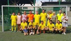 Zespół piłkarski Manhattanu Trzebinia w nieco szerszym, rodzinnym gronie (Fot.: Manhattan Trzebinia).