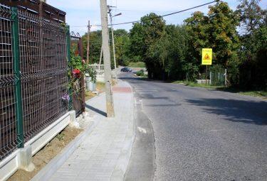 Fragment chodnika zbudowanego przy ulicy Zakopiańskiej w Bolęcinie.