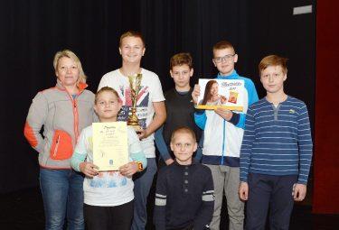 Zwycięska reprezentacja ze Szkoły Podstawowej nr 6 w Trzebini-Gaju. (Fot.: Photomoments A. Ścigaj Myślachowice).